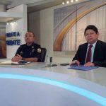 El director de la PNC, Mauricio Ramírez Landaverde, y el ministro de Justicia y Seguridad, Benito Lara, durante la entrevista televisiva.