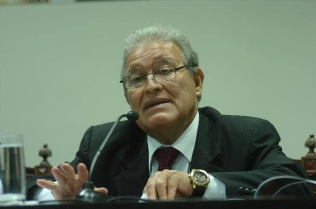 Gobierno de presidente Sánchez Cerén reprobado con 5.3 en encuesta UTEC