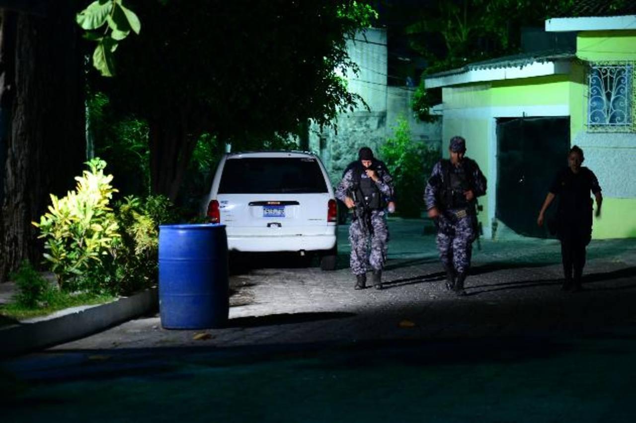 Escena donde fue atacada la jueza de Paz de Ciudad Victoria, Cabañas, en su vivienda ubicada en la residencial Las Margaritas, en Mejicanos. Foto EDH / Jorge Reyes.