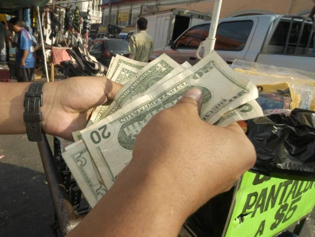 Los dólares son más buscados por los hondureños.