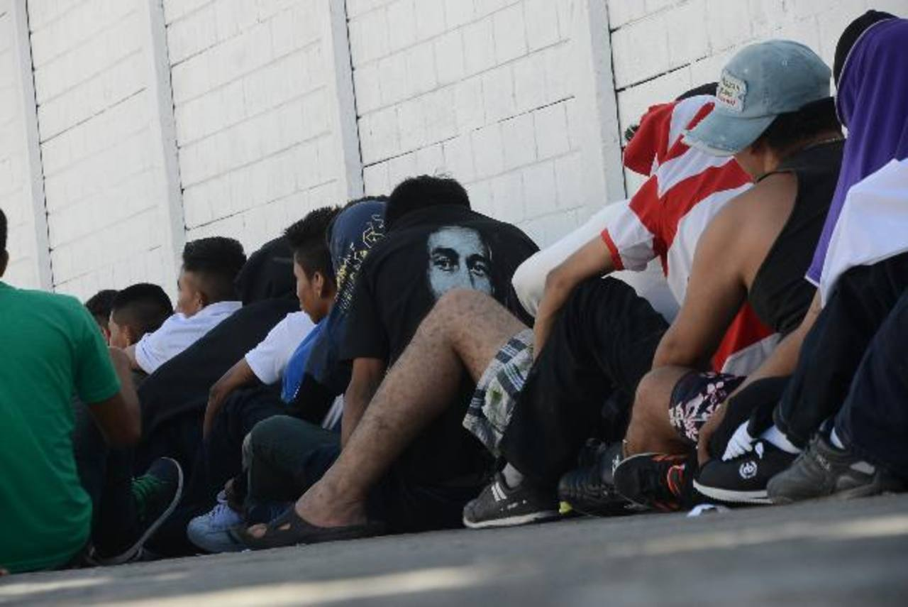 Unos cien pandilleros se dirigían a las playas de La Libertad con sus familias. Foto EDH/