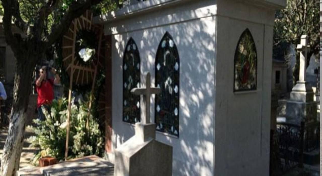 Florinda Meza prohíbe acceso a tumba de Chespirito
