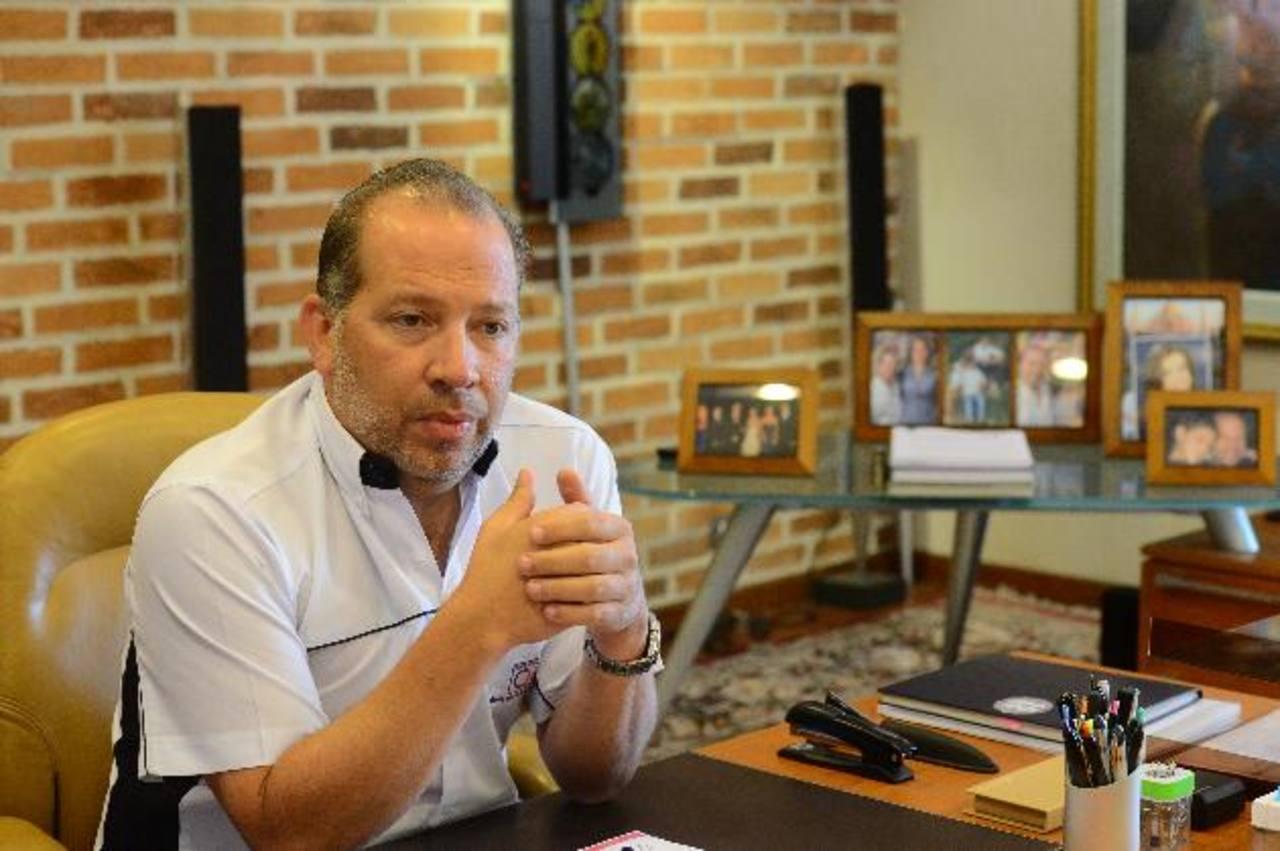 Carlos Quirós, presidente de Grupo Q, considera que el bajo crecimiento afectó ventas de vehículos. Foto EDH/ omar carbonero
