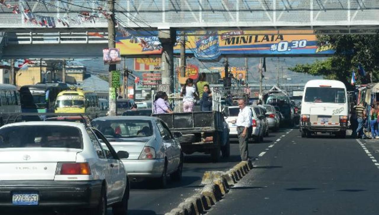 Cambios en el recorrido de los buses genera incertidumbre