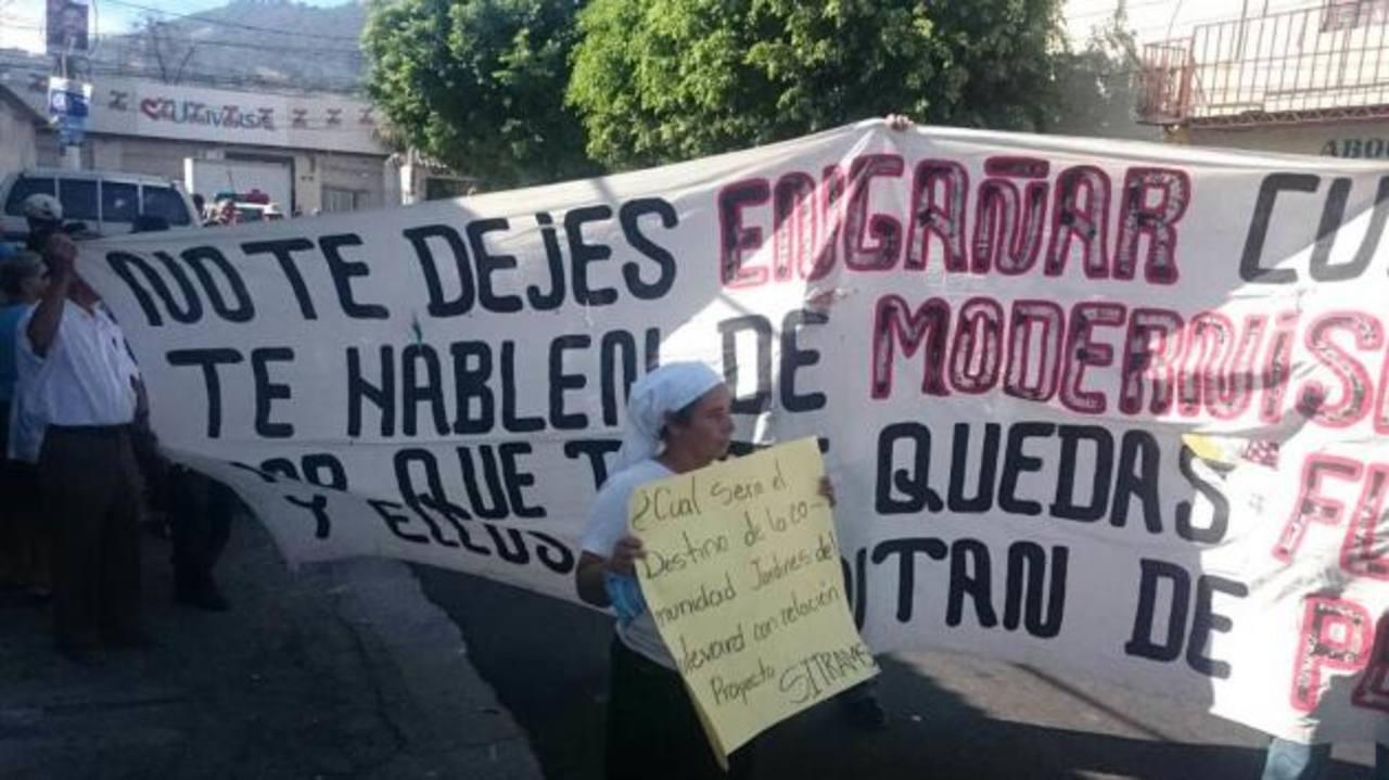 Protestan por posibles desalojos por el Sitramss