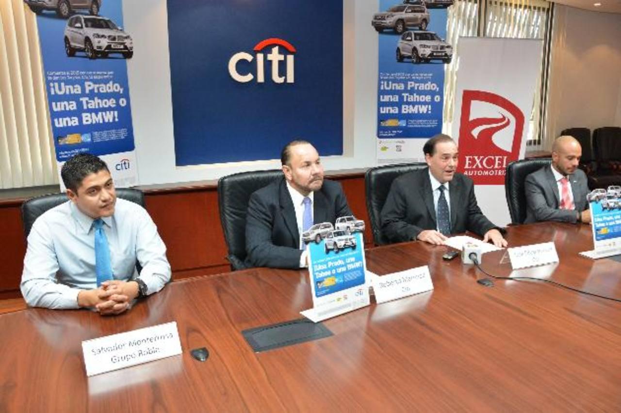 Salvador Monterrosa, de Grupo Roble, Roberto Martinod y José Eduardo Luna, de Citi. foto edh / David Rezzio