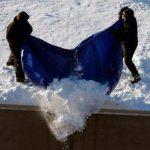 La nieve hace estragos en los techos de Massachusetts