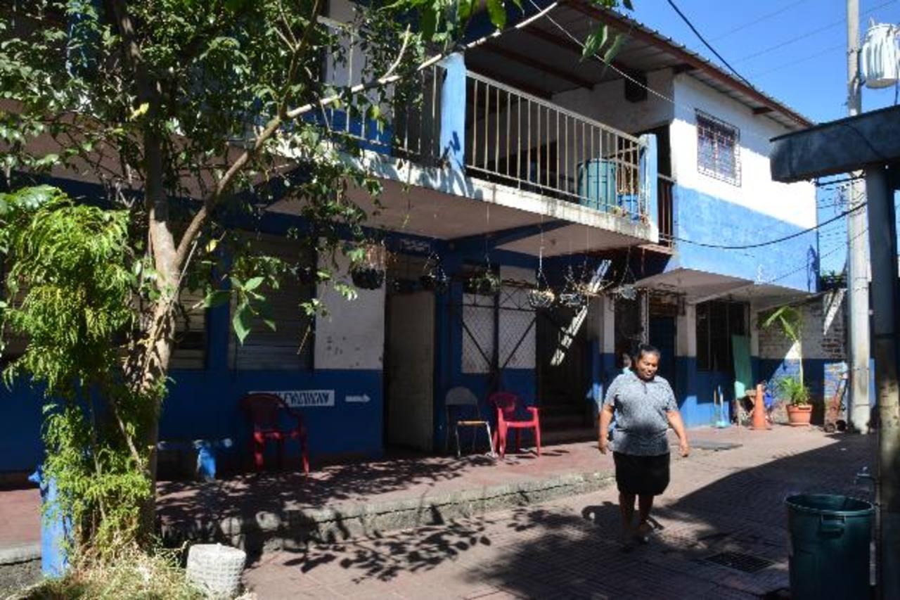 La imagen de archivo es de las instalaciones de la escuela Basilio Blandón. Los padres de familia avalan que Educación retome su responsabilidad. Foto EDH / Archivo