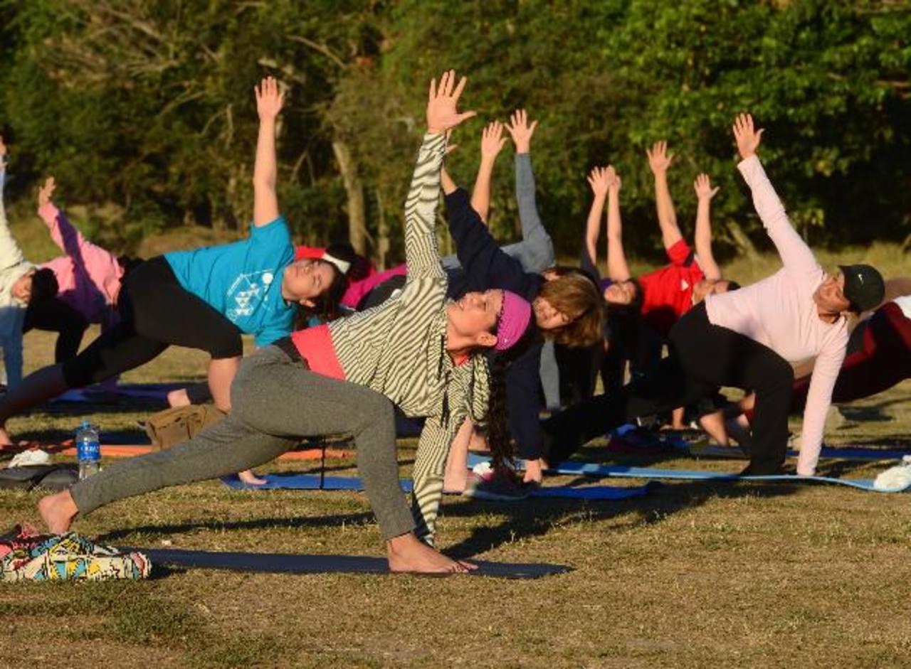 Yoga para Todos realizó su séptima sesión en Bicentenario