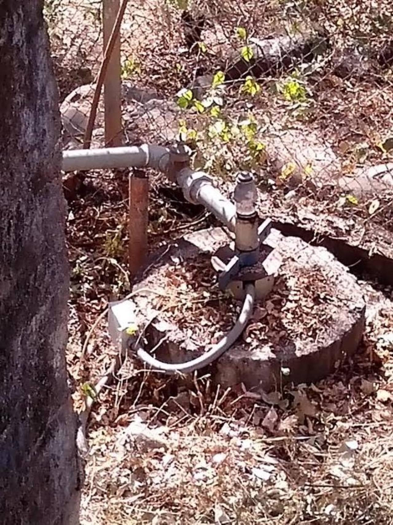 El actual pozo ha reducido su capacidad de producir agua, además está bastante descuidado. foto edh / insy mendoza