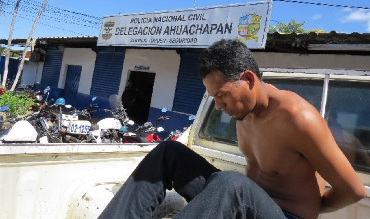 Danis Bonilla es acusado por las autoridades de cometer varias violaciones en Atiquizaya. Foto EDH / Roberto Zambrano.