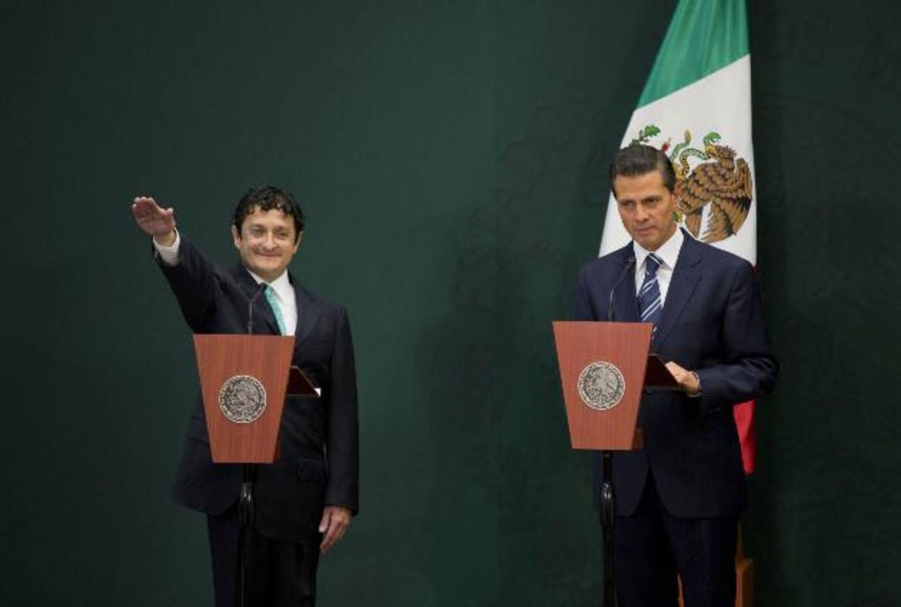 El presidente mexicano, Enrique Peña Nieto (i) y Virgilio Andrade titular de la Secretaría de la Función Pública. foto edh / ap