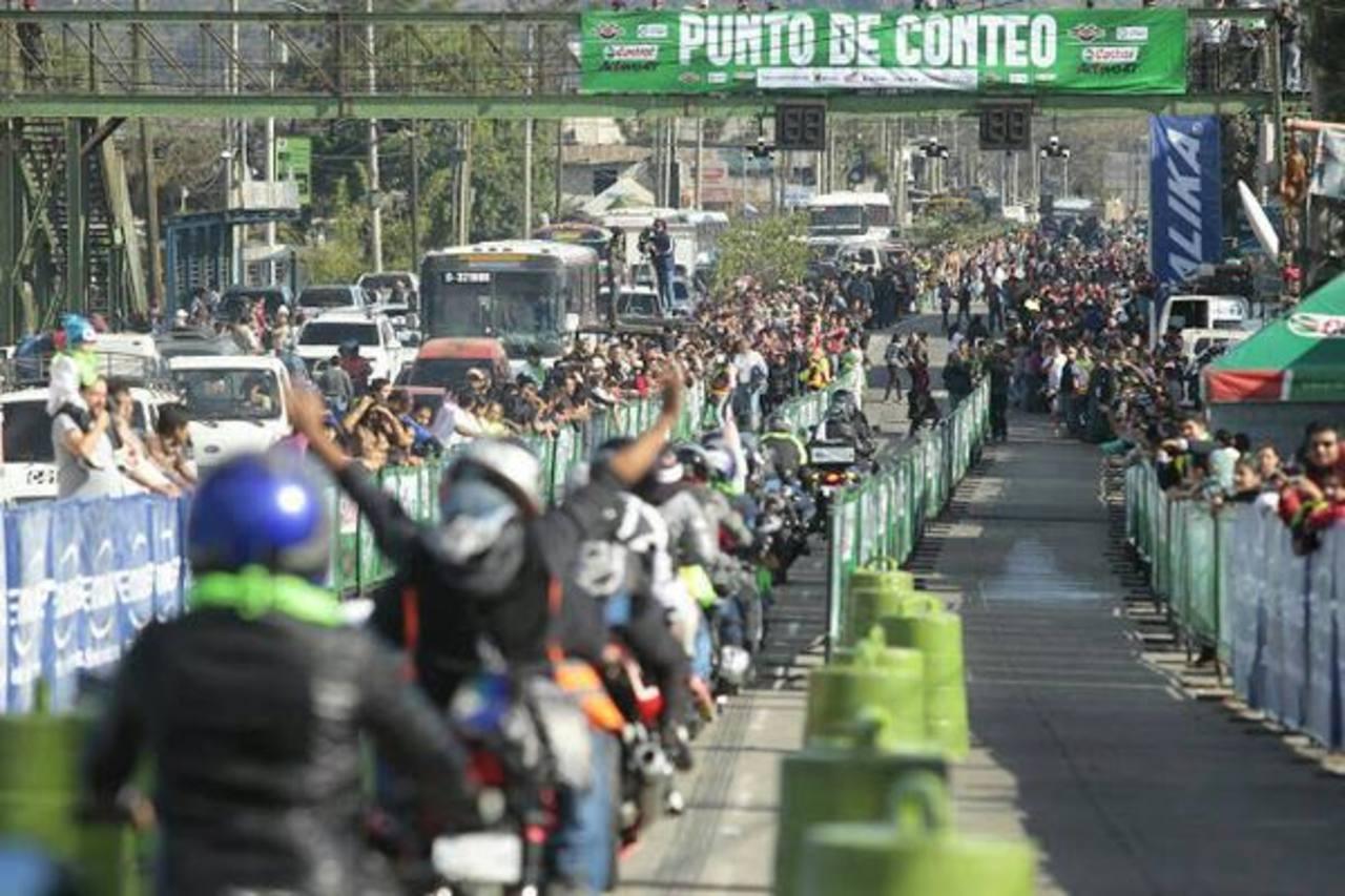 Guatemala intenta romper récord Guinness de motociclistas