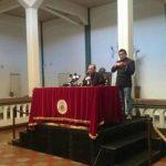 El obispo auxiliar, Monseñor Gregorio Rosa Chávez, durante la conferencia de prensa.