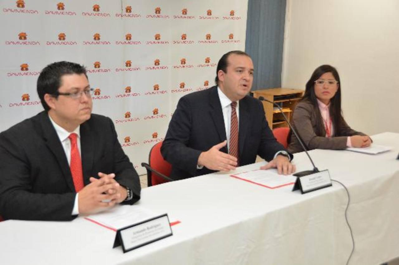 Ronald Castro, gerente de Banca Masiva (al centro), habló del producto. Foto EDH/ David Rezzio