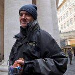 Vaticano ofrece duchas y afeitadas a los indigentes