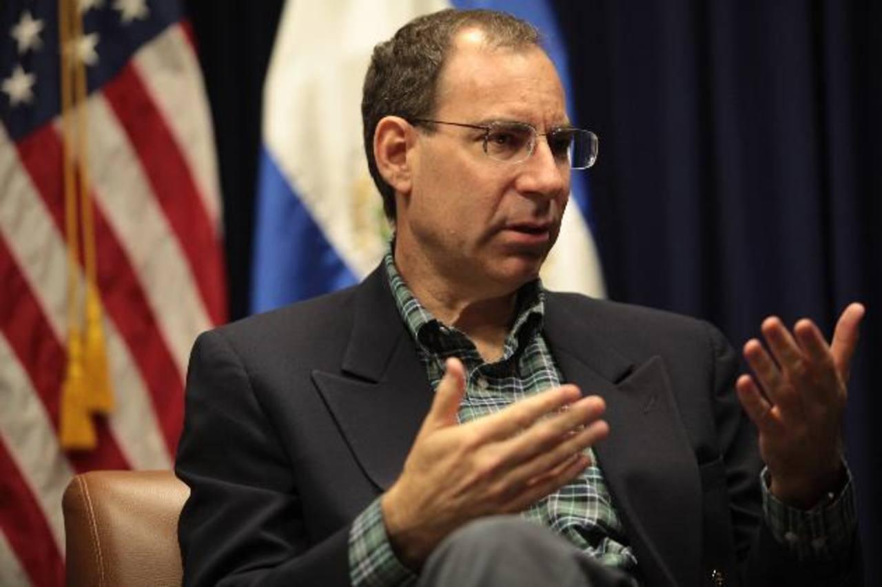 Michael Barkin, ministro consejero de la Embajada, dijo que la ayuda de EE. UU. no sería de $3 mil millones. Foto EDH / Cortesía