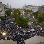 Ni el viento ni la lluvia detuvo la marcha que pedía justicia por Alberto Nisman, el fiscal que murió el 18 de enero. foto edh / ap