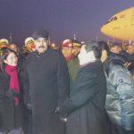 El gobernante Nicolás Maduro (c) y su esposa a su llegada a Pekín, anoche. foto edh / tomada de www.vtv.gob.ve/