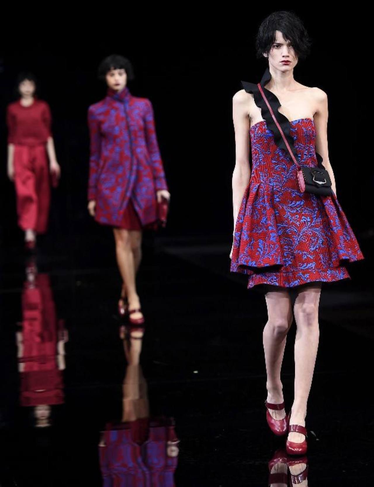 Modelos presenta la colección otoño-invierno de la firma italiana Emporio Armani. FOTOS Agencias