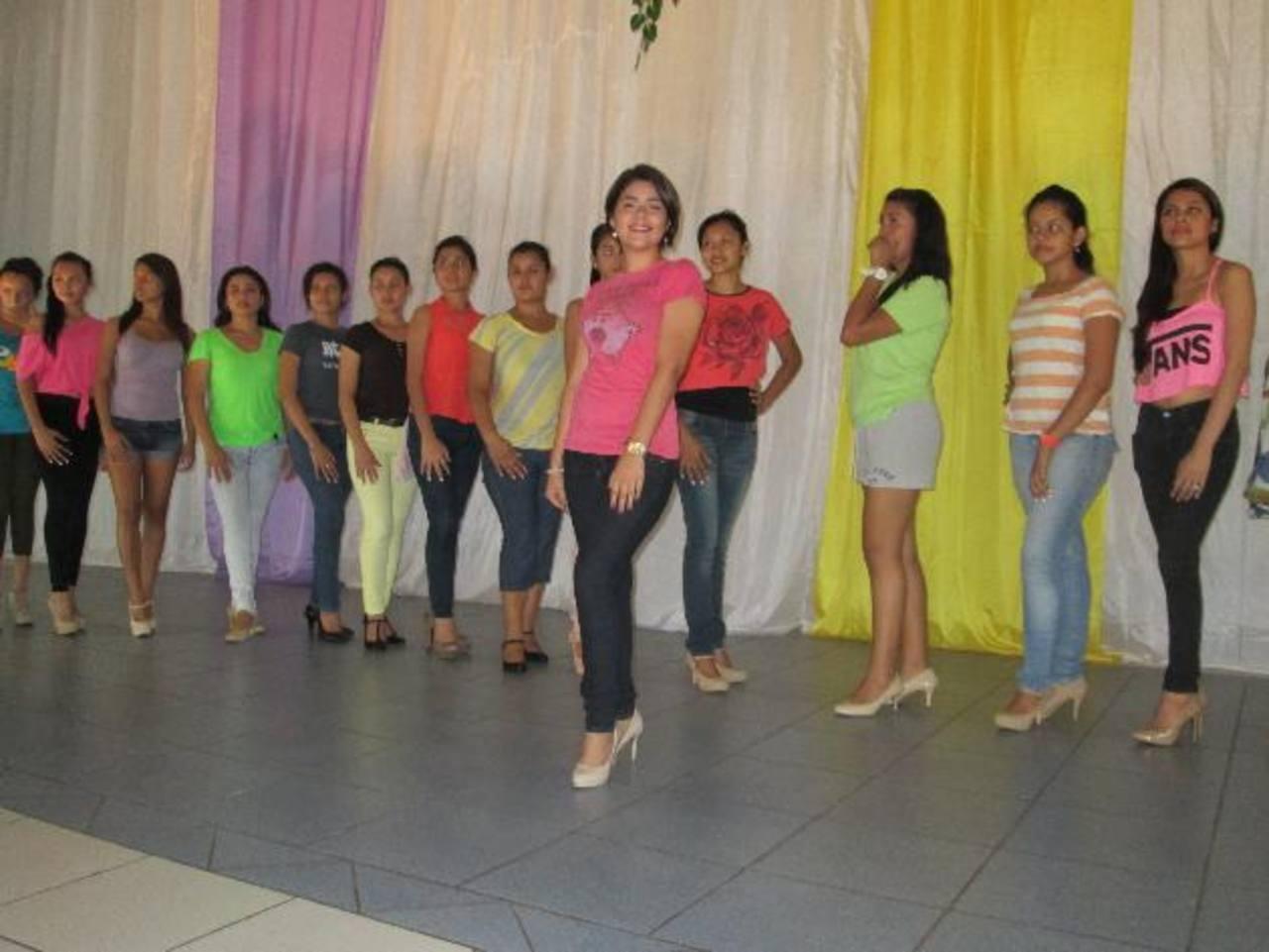 Las jóvenes aspirantes al reinado de las celebraciones serán presentadas hoy en el Palacio Cultural de la ciudad. Fotos edh / cristian diaz