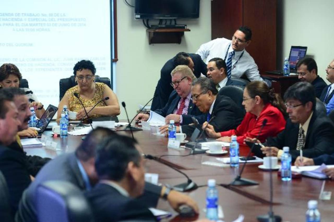 Desde enero la comisión de hacienda solo ha revisado siete artículos de las propuestas de ley. foto edh / Archivo