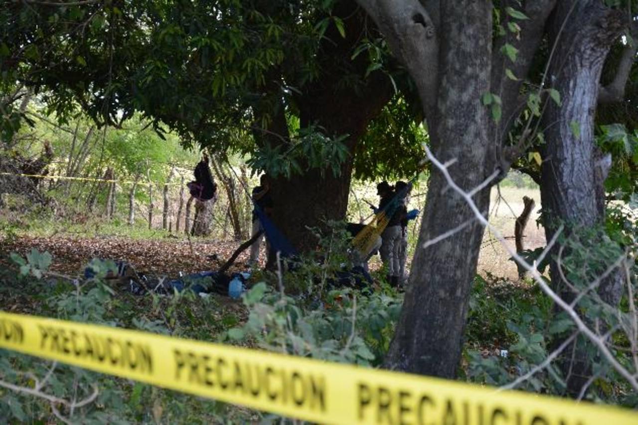 Los supuestos pandilleros que murieron en San Agustín tenían entre las armas con las que atacaron a la policía un fusil M-16, una escopeta 12 y una pistola. foto edh / archivo.