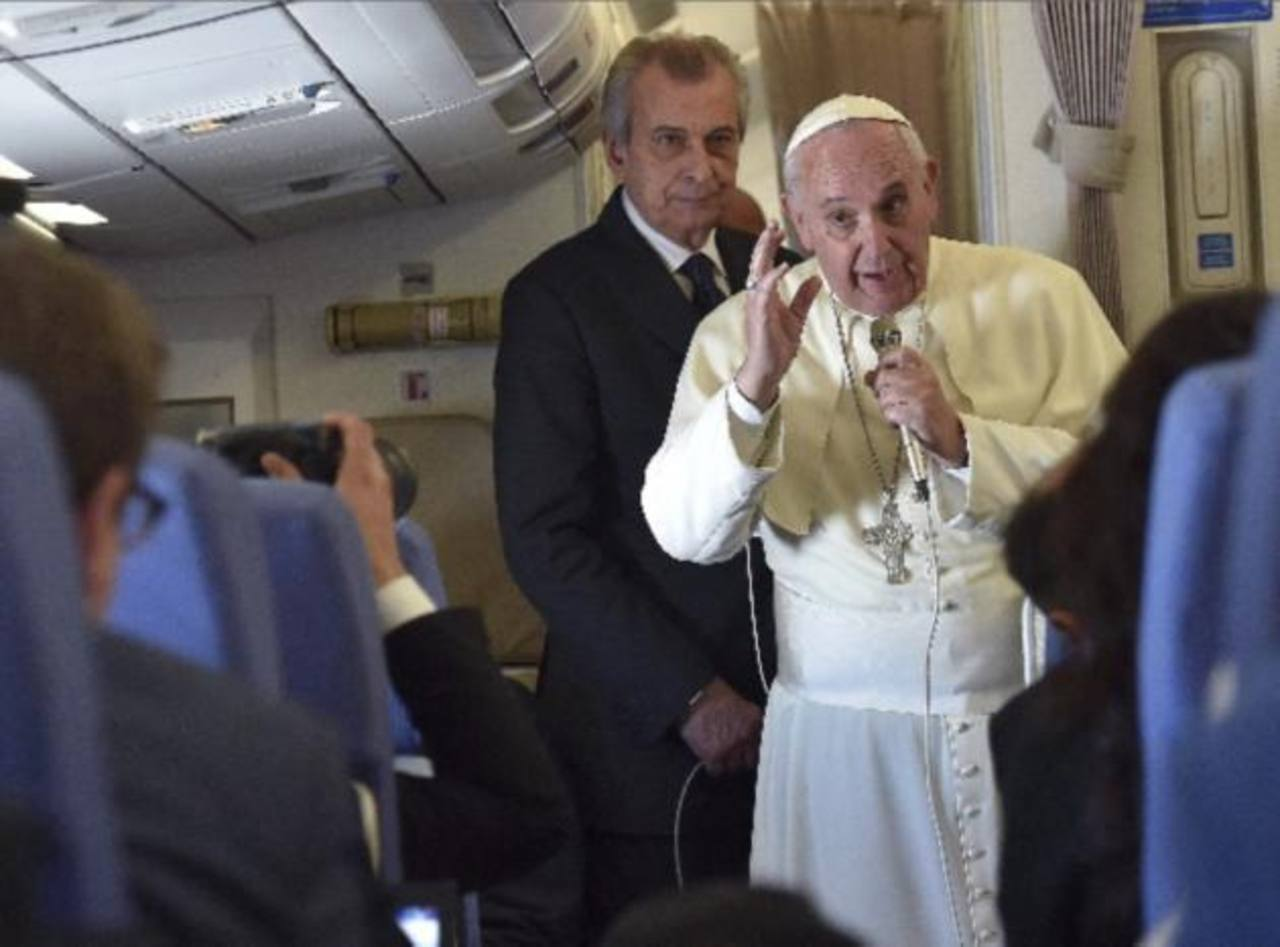 """El Papa dice que no hay que tener hijos """"como conejos"""""""