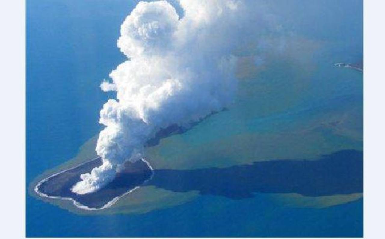 VIDEO: Volcán submarino crea nueva isla en el Pacífico Sur