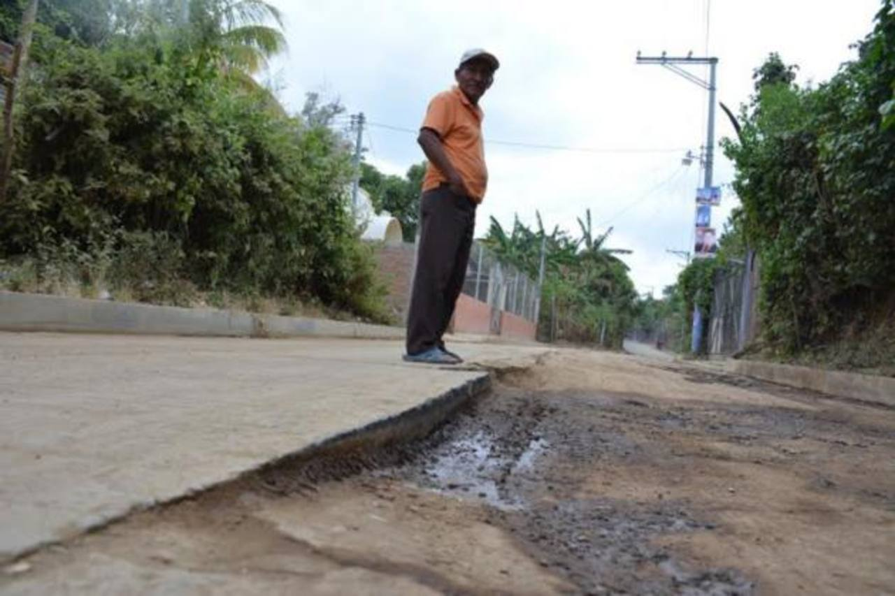 Un tramo de 250 metros lineales está dañada. Foto EDH / Cristian Díaz