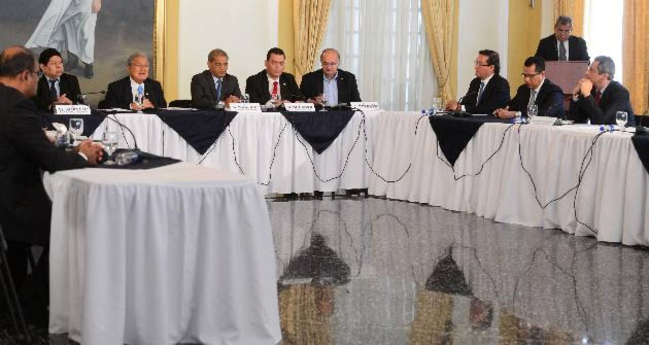 El presidente Salvador Sánchez Cerén acompañado del gabinete de Seguridad anuncia una Ley especial contra las Extorsiones. Foto EDH / Mauricio Cáceres