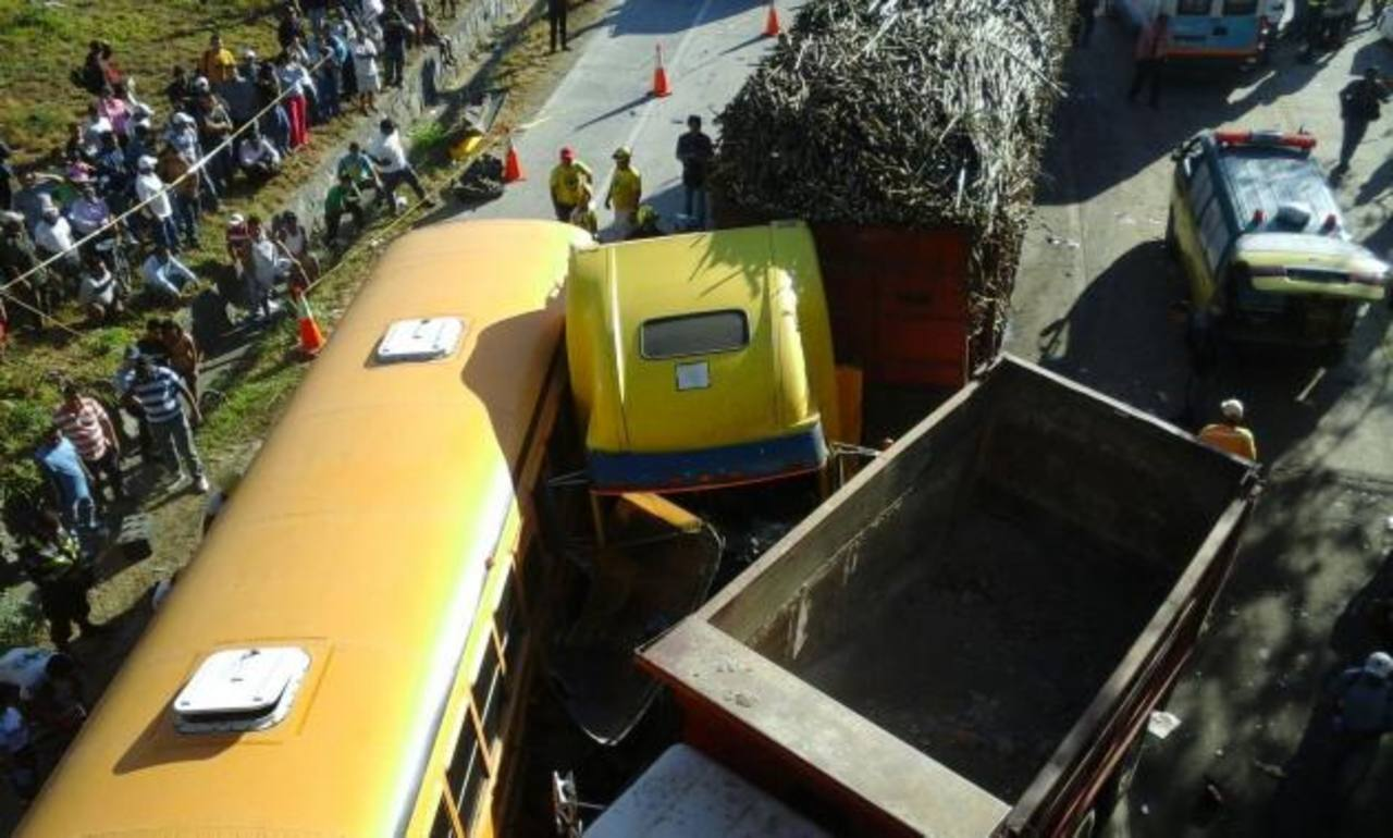10 heridos deja accidente de 11 vehículos en Carretera de Oro