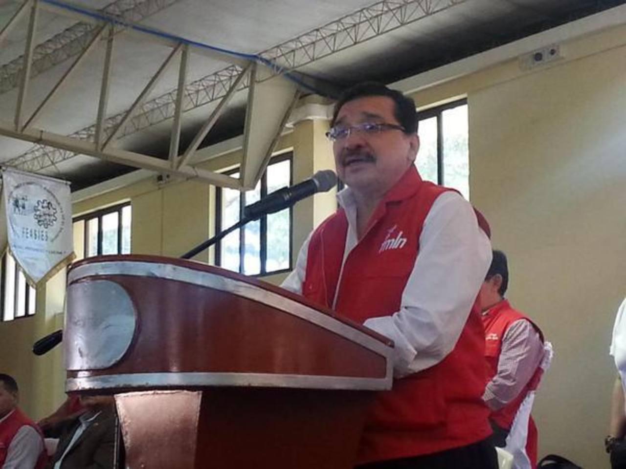 González, dirigente del FMLN, presentó ayer plataforma su legislativa a sindicalistas.