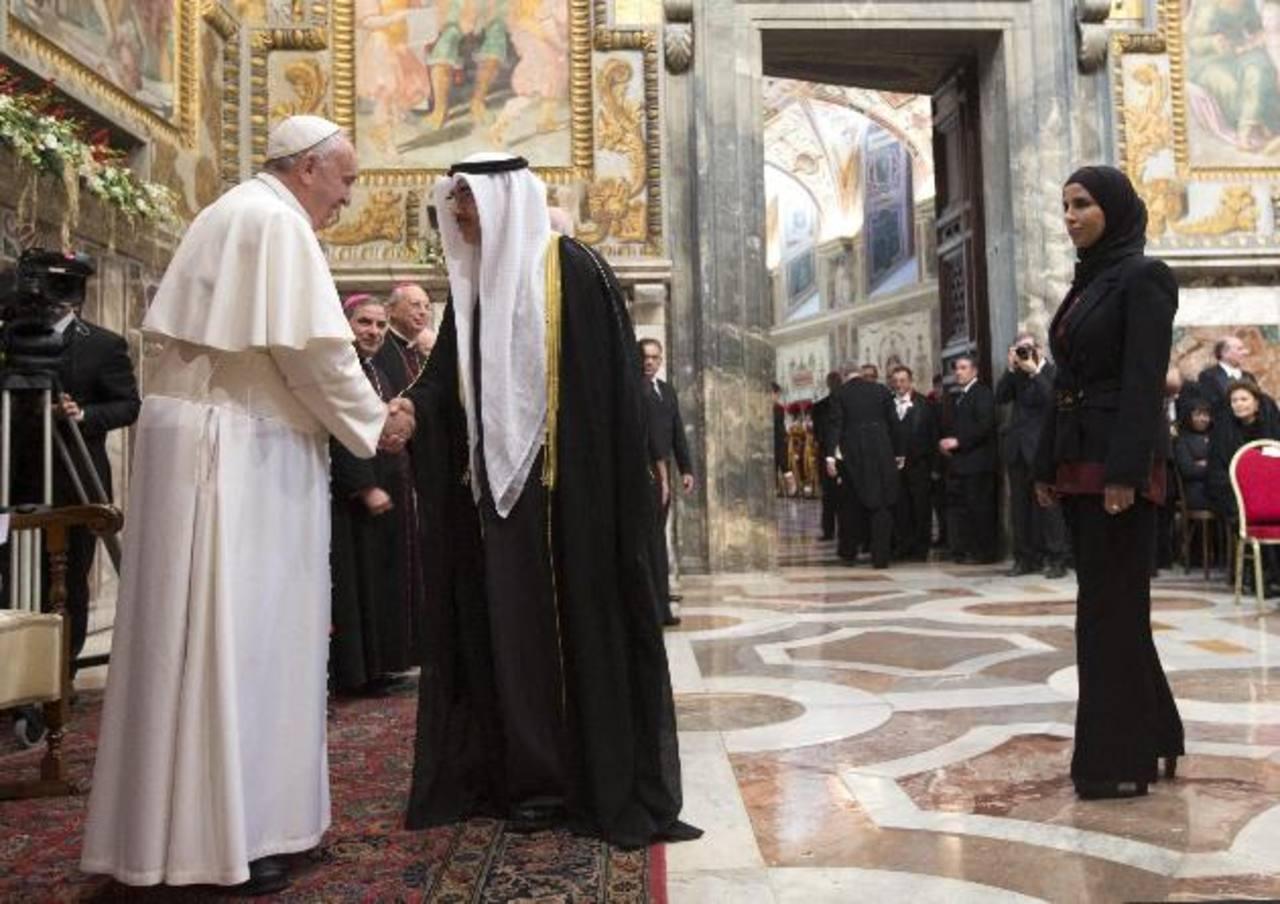 El papa Francisco recibe a los nuevos embajadores de la Santa Sede en el Vaticano.