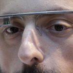 Las Google Glass tienen una pantalla que proyecta información a través de Internet.