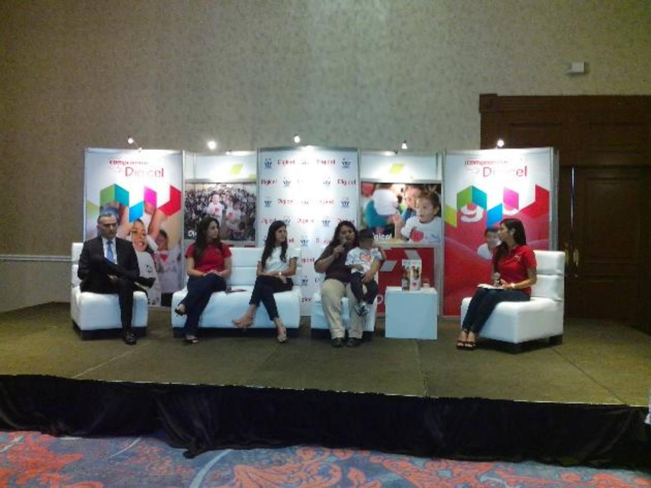 Digicel y Latidos de Esperanza renovaron la alianza para continuar con el programa de apoyo. Foto EDH / CORTESÍA