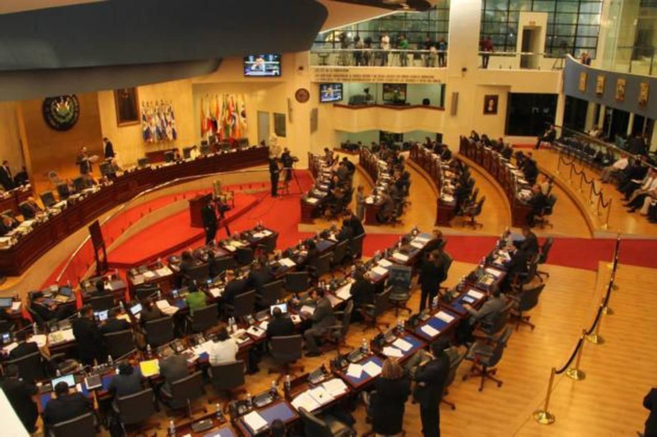 La Asamblea Legislativa aprobó con 52 votos el miércoles pasado suscribir 3,270 acciones más del BID. La iniciativa contó con el apoyo del FMLN, GANA, y el PCN. ARENA se abstuvo de votar. foto edh / archivo
