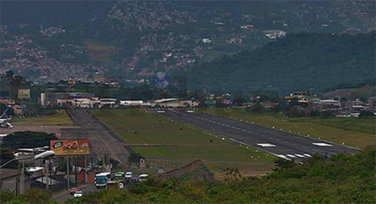 Suspenden vuelos en aeropuerto de Tegucigalpa por la poca visibilidad