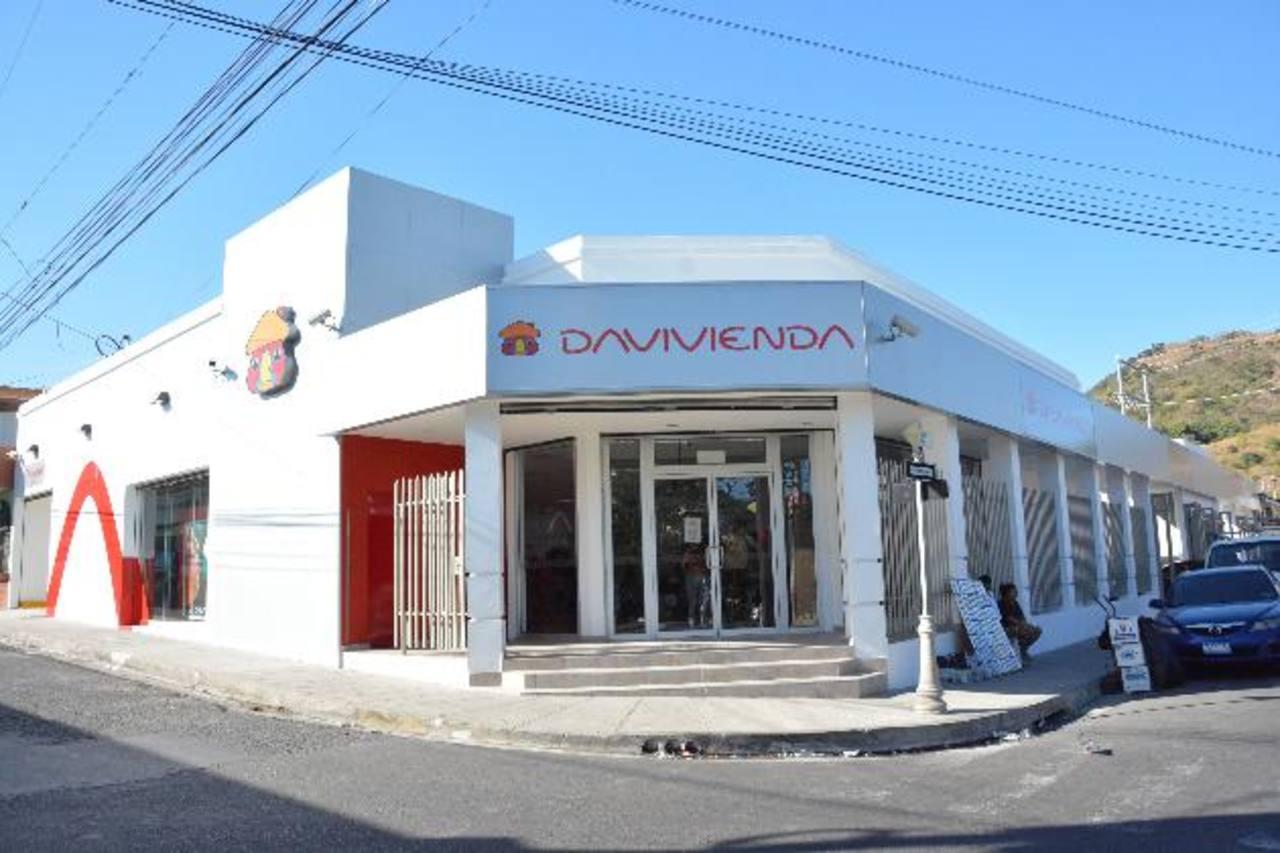 Banco Davivienda es una organización comprometida con el desarrollo de los salvadoreños y ahora, en San Vicente, seguirá apoyando a este pujante departamento. Foto EDH/David Rezzio