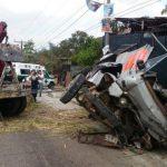 Muere trabajador de Fovial en colisión de rastra y camión