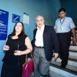 El exministro Maza Brizuela sale del Juzgado Primero de Paz, tras escuchar el fallo que le favoreció. Foto EDH / Ericka Chávez.