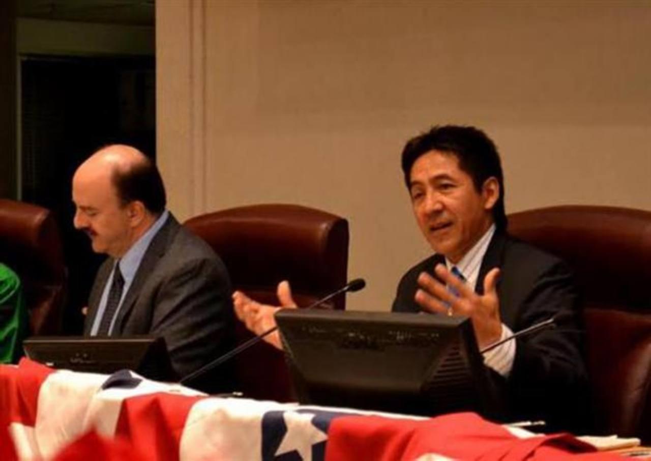 Walter Tejada, miembro del concejo de gobierno en Arlington, dejará su cargo en diciembre de este año. foto edh / Tomás Guevara.