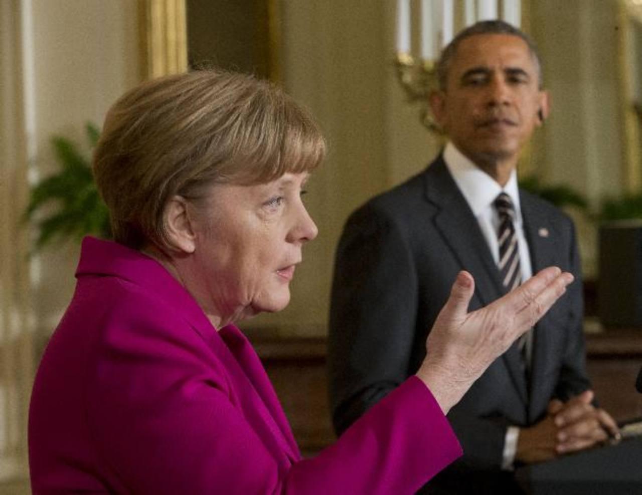 La canciller alemana, Ángela Merkel, y el presidente estadounidense, Barack Obama (d), ante los medios tras su reunión en el Despacho Oval de la Casa Blanca. foto edh / ap