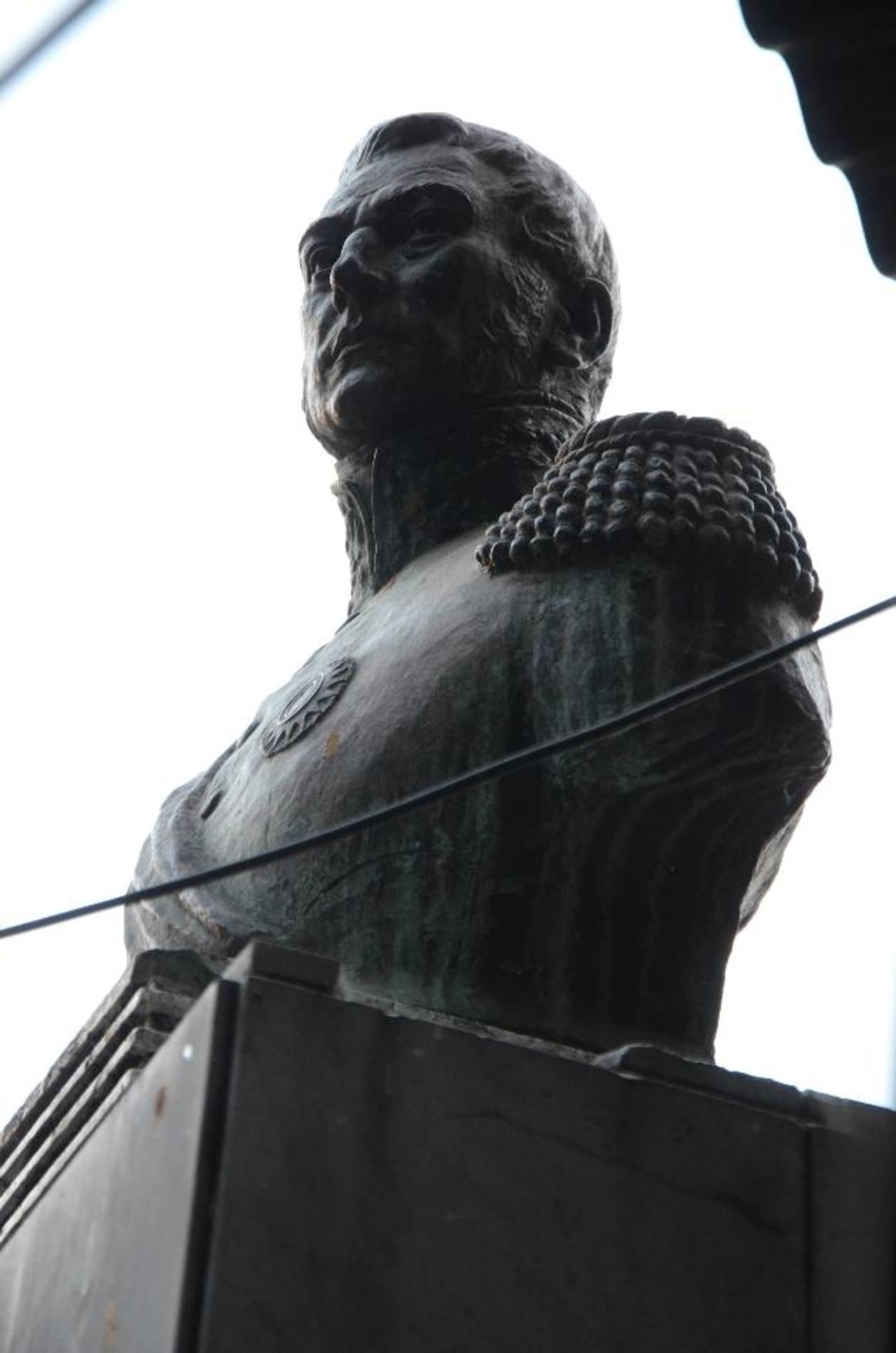 Busto del general José de San Martín en la plaza del mismo nombre. foto edh