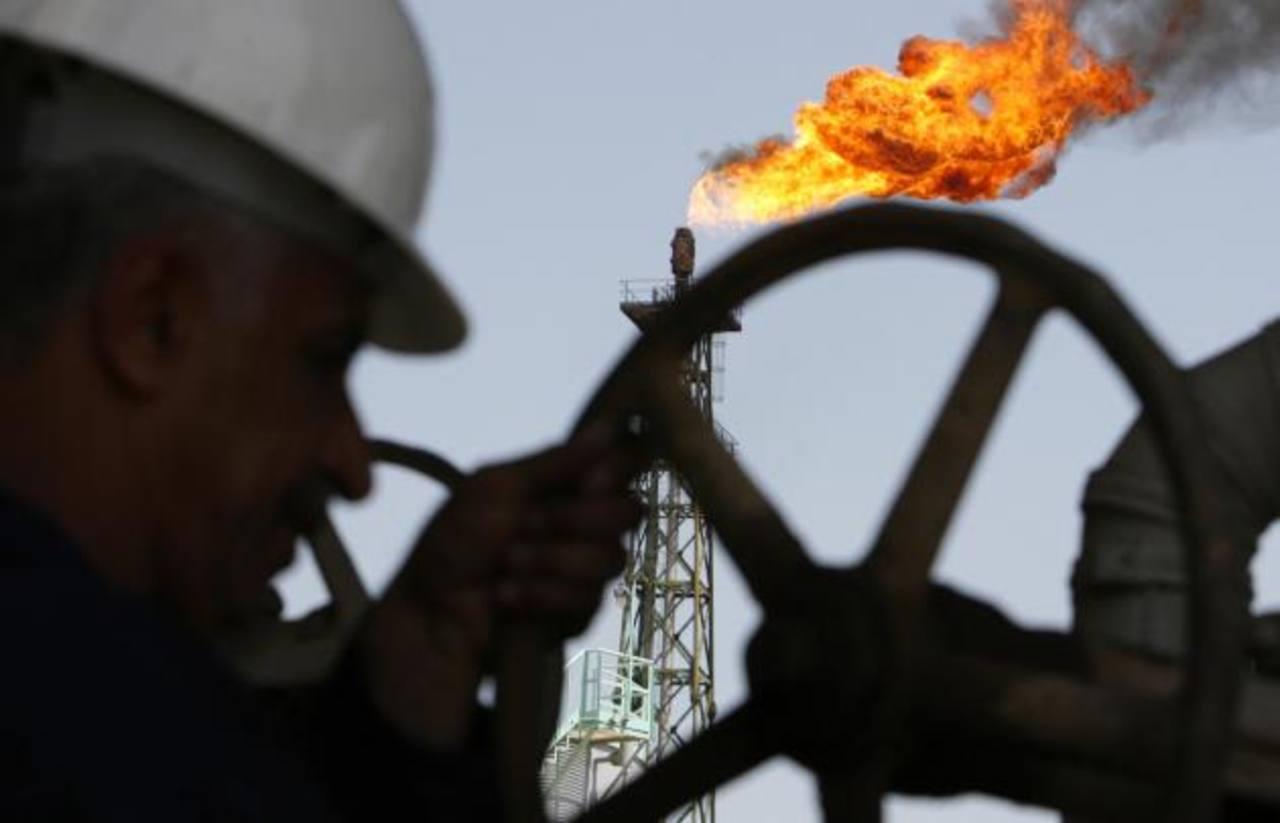 Los precios bajos del crudo ha causado recortes de personal y de inversiones de las empresas petroleras. foto EDH/archivo
