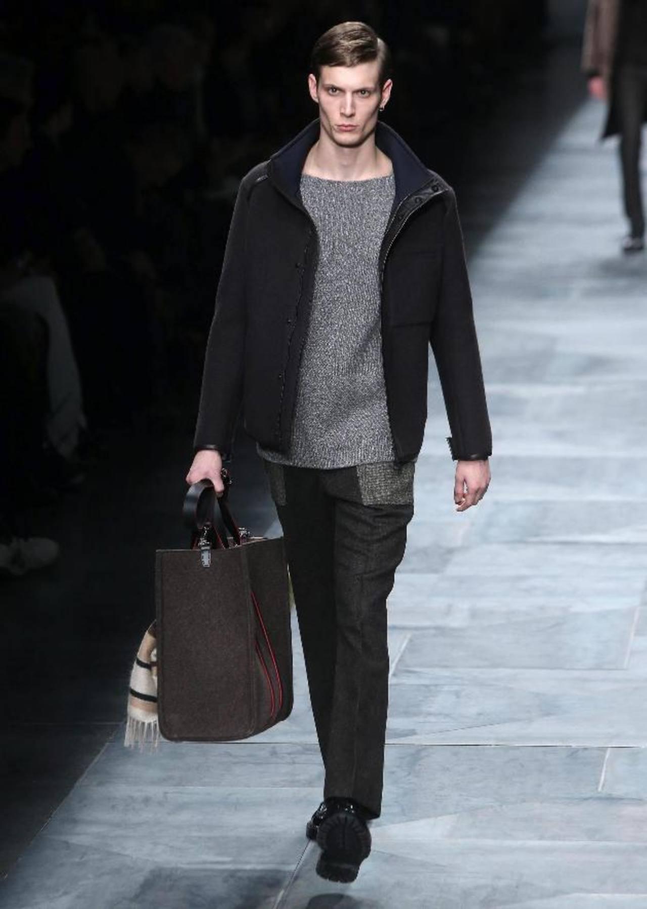 Bolsos de mano de piel son los que propone la casa de modas Fendi. foto edh / efe
