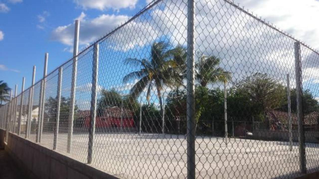 La comunidad se organizó para realizar la construcción de la infraestructura, esta permitirá organizar diversas actividades de beneficio para los habitantes. Foto EDH / Insy Mendoza
