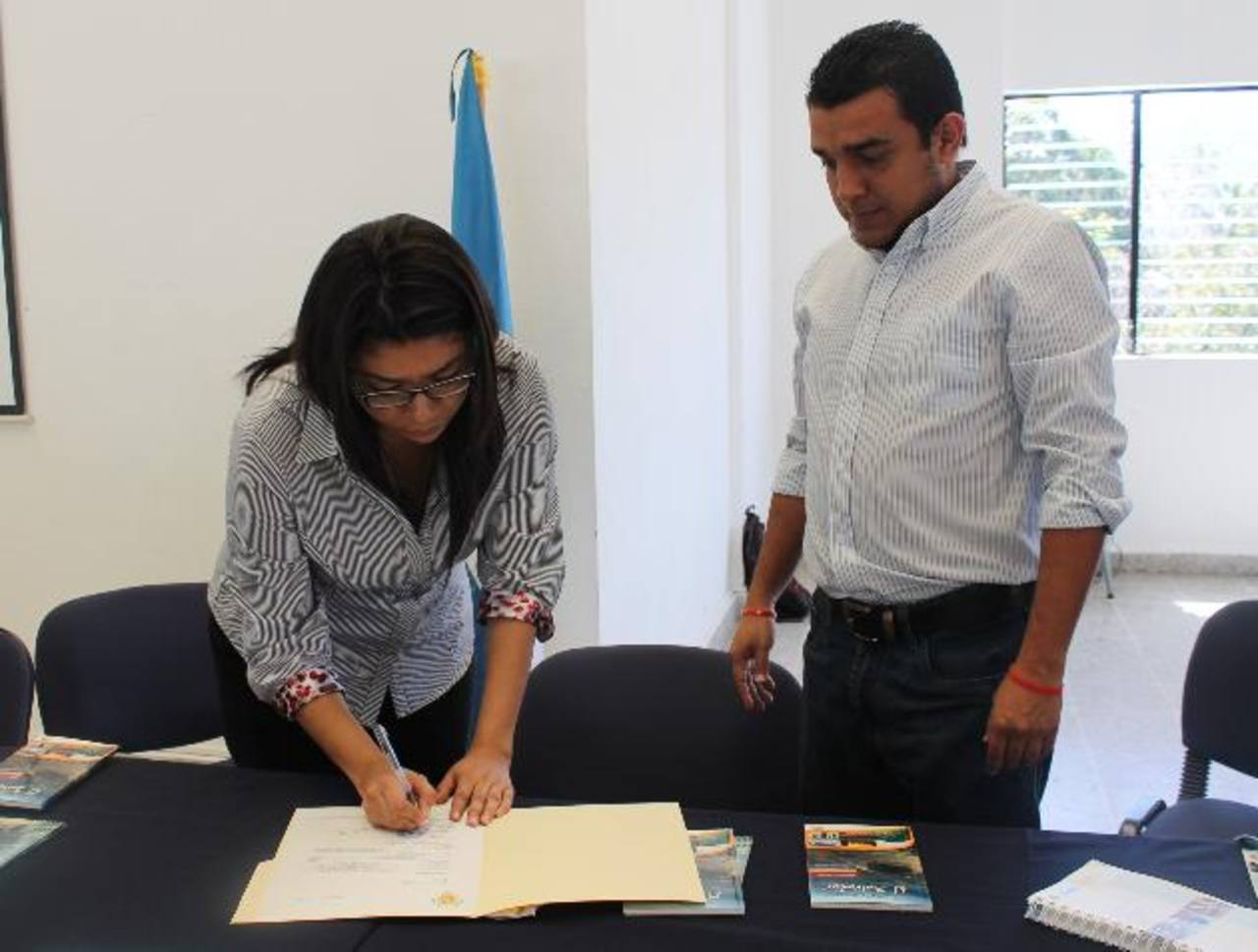 Autoridades firman la carta de entendimiento 2015, dicha iniciativa se realiza desde hace tres años . Foto EDH / iRIS lIMA