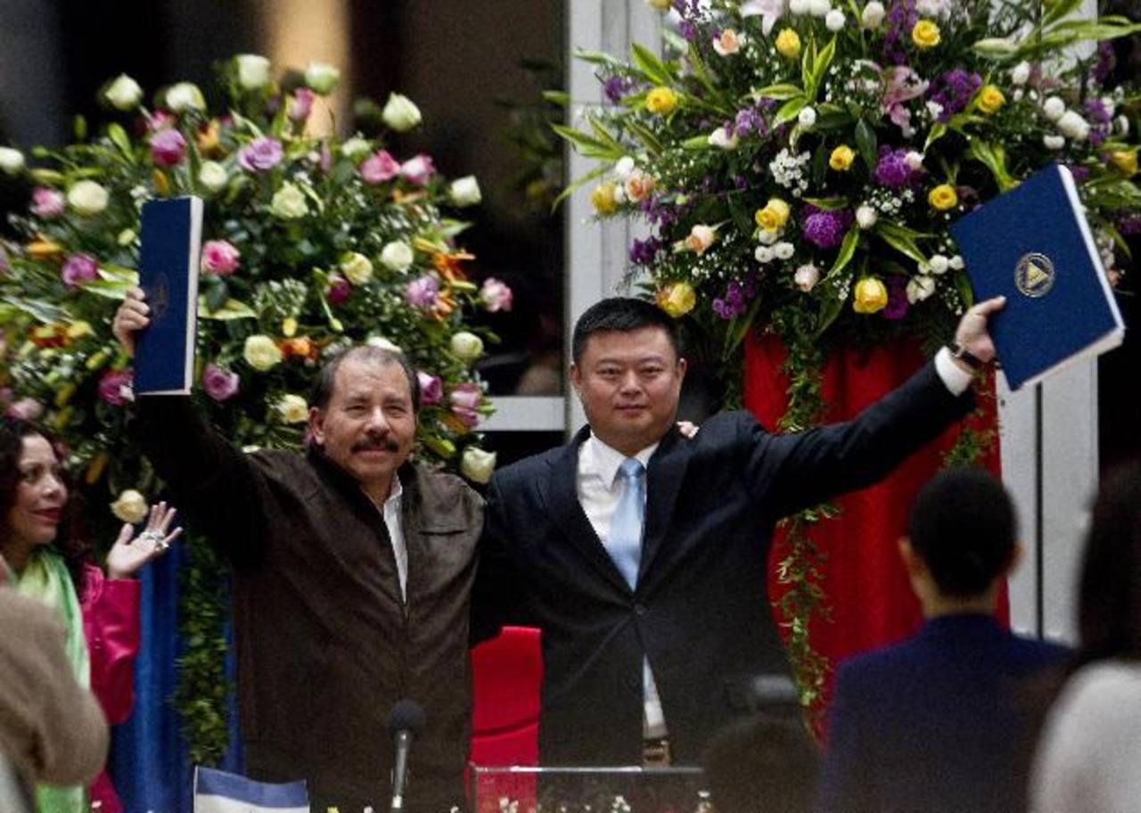 El presidente Daniel Ortega y el empresario chino Wang Jing, firmaron el contrato de concesión en 2013. Foto EDH /archivo