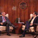 El presidente de la Asamblea, Sigfrido Reyes, (izquierda) en entrevista con Gerardo Hurtado (exgerente de comunicaciones ).